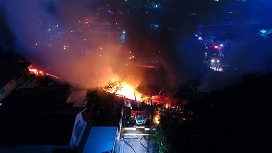ไฟไหม้ร้านเครื่องเสียงภายในตลาดพูนทรัพย์วอดหลายคูหา