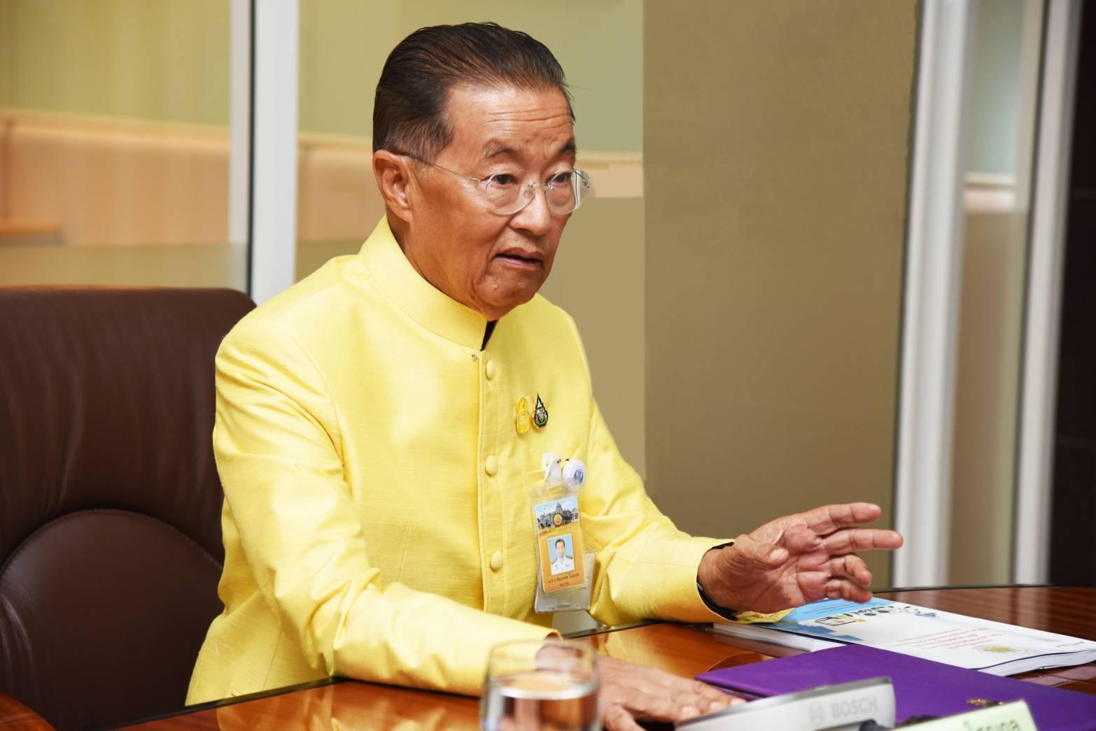"""""""หม่อมเต่า"""" จัดของขวัญปีใหม่แรงงานไทย 5 ชิ้น ทั้งค่าจ้างขั้นต่ำ-เงินกู้-ตรวจสุขภาพ"""