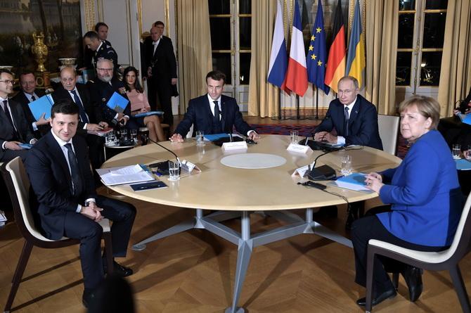 ปูตินกับเซเลนสกีพบปะกันครั้งแรกในปารีส หารือยุติความขัดแย้งภาคตะวันออกยูเครน