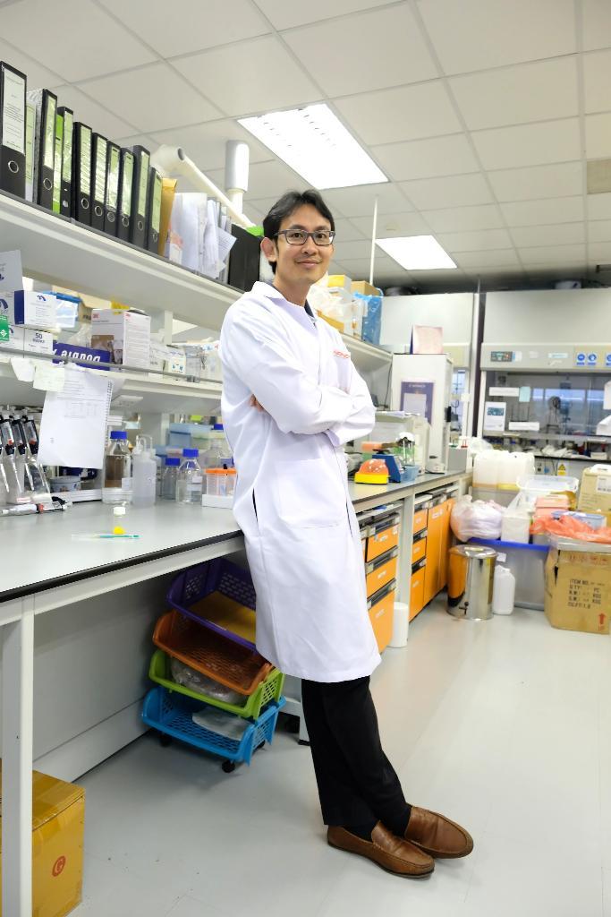 ดร.กันตพัฒน์ จันทร์แสนภักดิ์ ทีมวิจัยวัสดุตอบสนองระดับนาโน กลุ่มวิจัยวัสดุตอบสนองและเซ็นเซอร์ระดับนาโน นาโนเทค สวทช