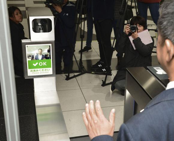 รถไฟใต้ดินโอซากา ทดสอบระบบสแกนใบหน้าแทนการใช้ตั๋ว