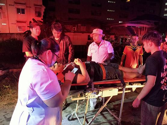 นักศึกษาซิ่งเก๋งแหกโค้งตกคูน้ำบาดเจ็บ 4 โชคดีชาวบ้านช่วยทัน