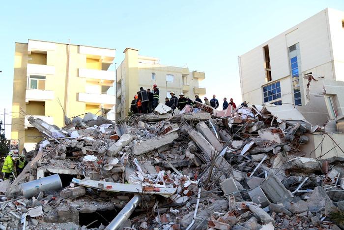 จับ 9 ผู้ต้องหารวมทั้งวิศวกร หลังอาคารพังถล่มจากแผ่นดินไหวแอลเบเนีย คนตาย 51