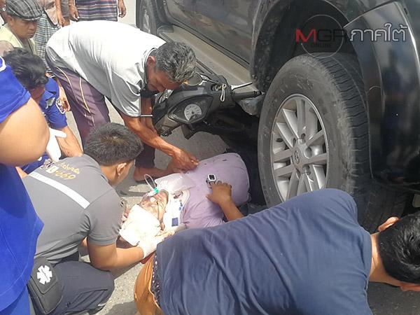 จยย.ชนประสานงากระบะบนทางโค้ง คนขับมุดติดใต้ท้องรถบาดเจ็บสาหัส