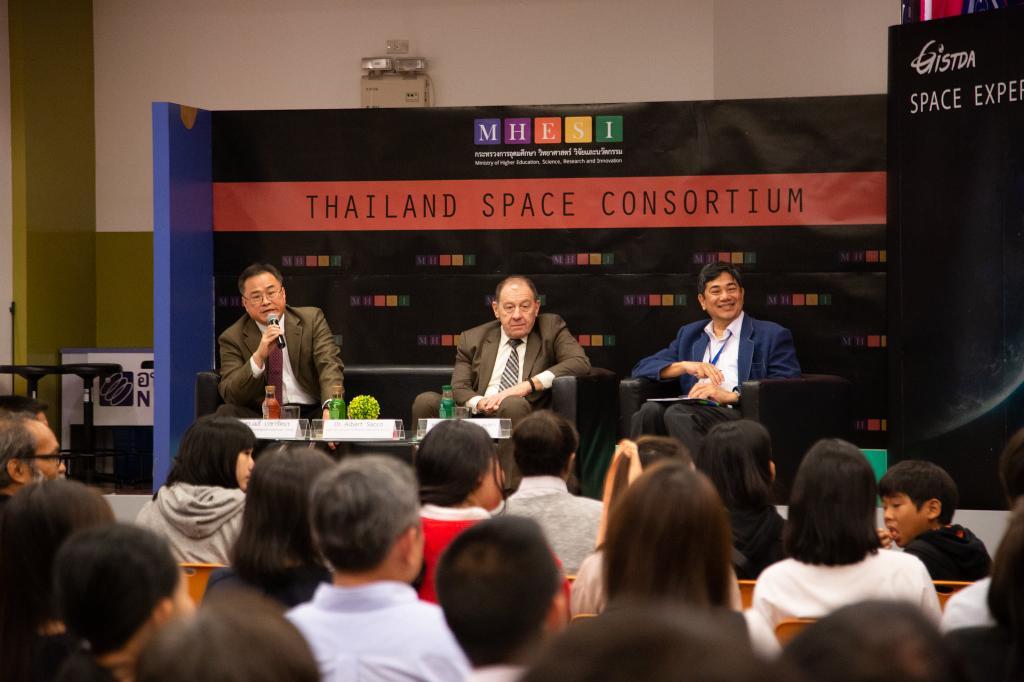 มนุษย์อวกาศนาซาตอบเด็กไทยทำไมกล้าเสี่ยงขึ้นไปบนอวกาศ