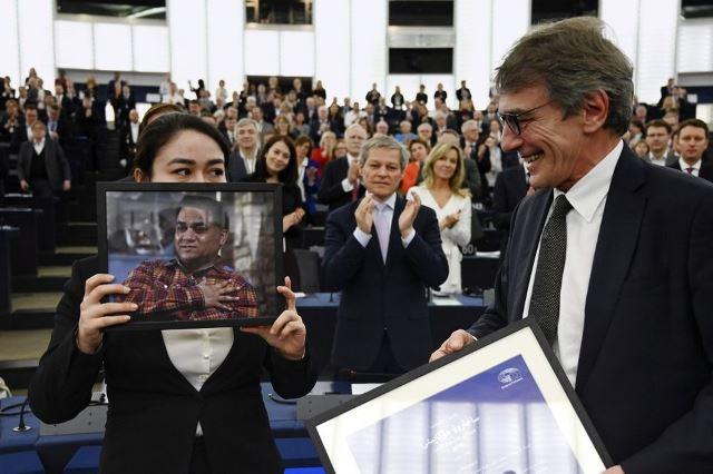 """จีนชี้ชาวอุยกูร์ที่ได้รับ """"รางวัลสิทธิอียู"""" เป็นผู้ก่อการร้าย"""