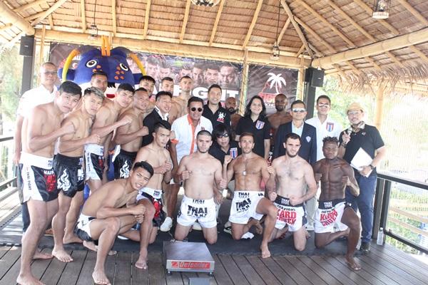 """นักมวยไทย-ต่างชาติ ชั่งน้ำหนัก พร้อมขึ้นชกรายการ """"ไทยไฟท์ ไทยเฟส อิน ป่าตอง"""" พรุ่งนี้"""