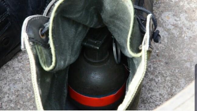 แทบช็อก !ลูกจ้างร้านรองเท้ามือสองตลาดโรงเกลือ พบระเบิดซุกในรองเท้าขณะคัดแยก