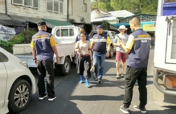 ตม.จันทบุรี ลุยจับแรงงานต่างด้าวแย้งอาชีพคนไทย