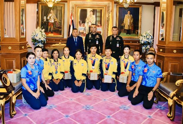 ปลัดกระทรวงกลาโหมพร้อมหนุน นักปั่นทีมชาติไทยให้เจริญก้าวหน้า