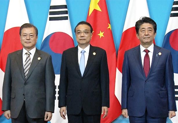"""ใครก๊กไหน? อาเบะเปรียบสัมพันธ์ญี่ปุ่น เกาหลี จีน ดั่ง """"สามก๊ก"""""""