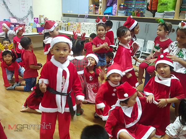 นักเรียน ร.ร.อนุบาลในฝันแต่งชุดซานตาครอส สร้างสีสันบรรยากาศรับวันคริสต์มาส