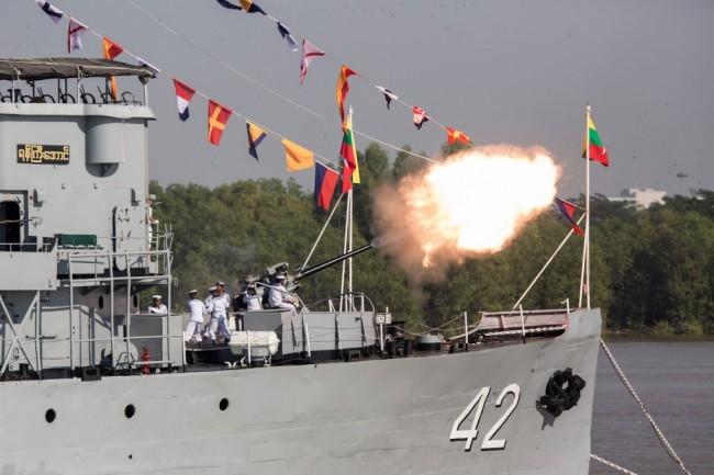พม่าขึ้นระวางประจำการเรือใหม่ 8 ลำ ฉลองครบรอบ 72 ปี ก่อตั้งกองทัพเรือ