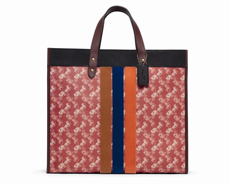 กระเป๋า Tote ผ้าแคนวาสพิมพ์ลาย Horse and Carriage ราคา 23,500 บาท