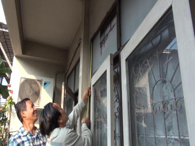 น่ากลัวมาก!พบแรงอัดฝาท่อTOTระเบิด ทำกระจกตึกชั้น 2 ตลาดอัศวินแตกระนาว