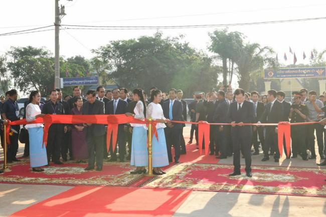 'ฮุนเซน' เปิดตลาดชายแดนร่วมเวียดนามแห่งแรก แย้มเล็งเปิดเพิ่มอีก 2 แห่งกระตุ้นเศรษฐกิจ