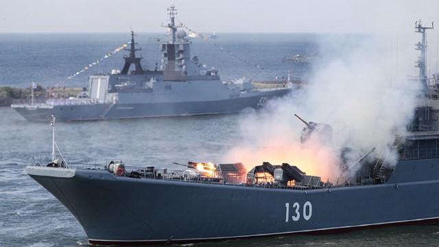 """อิหร่าน จีน รัสเซียเริ่ม """"ซ้อมรบร่วมทางทะเล"""" ในมหาสมุทรอินเดีย-อ่าวโอมาน"""