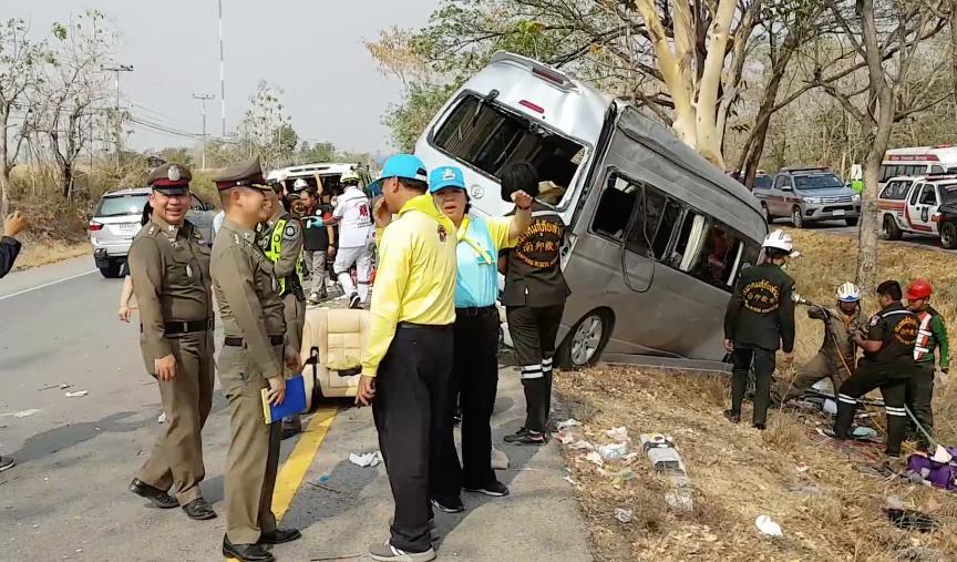 ชนสนั่นสังเวย 7 วันอันตราย..คาดคนขับหลับในรถตู้ชนต้นไม้ข้างทางเจ็บ 9 สาหัส 5