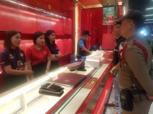 โจรบุกเดี่ยวงัดตู้เซฟร้านทองในห้างดังบุรีรัมย์   กวาดทองร่วม 100 บาทหนีลอยนวล ตร.เร่งล่า