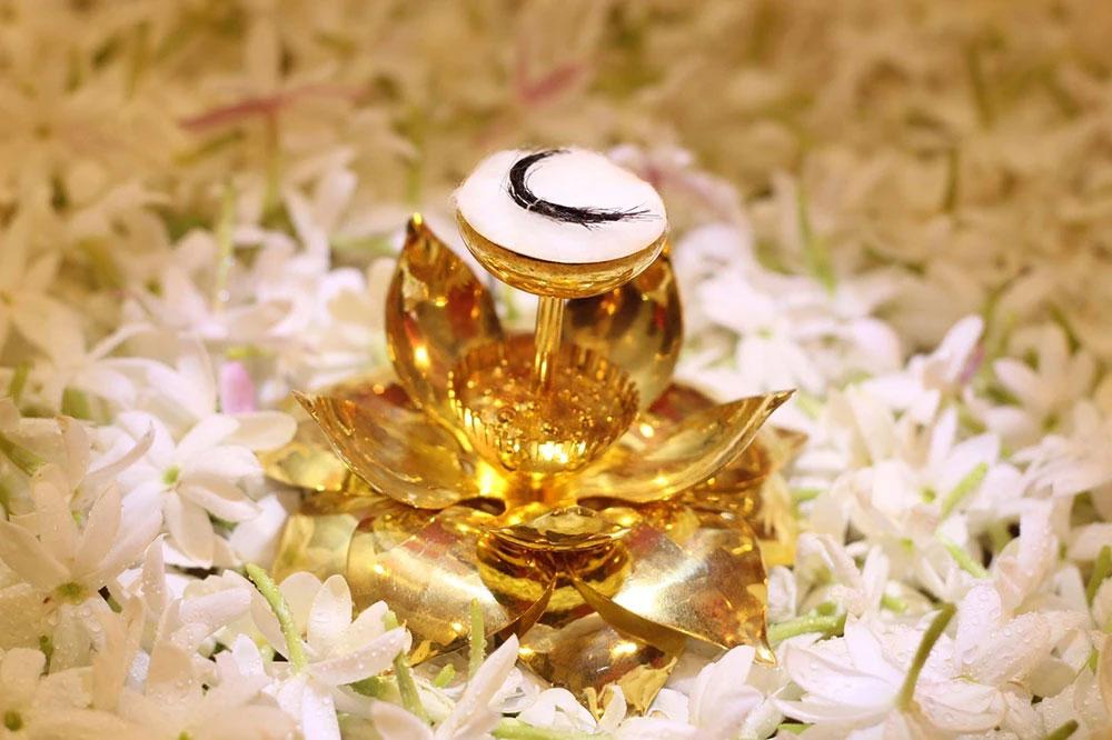"""วัดบวรฯ ชวนคนไทยสักการะ """"พระบรมเกศาธาตุ"""" พร้อมสวดมนต์ข้ามปี เสริมสิริมงคลรับปีใหม่"""