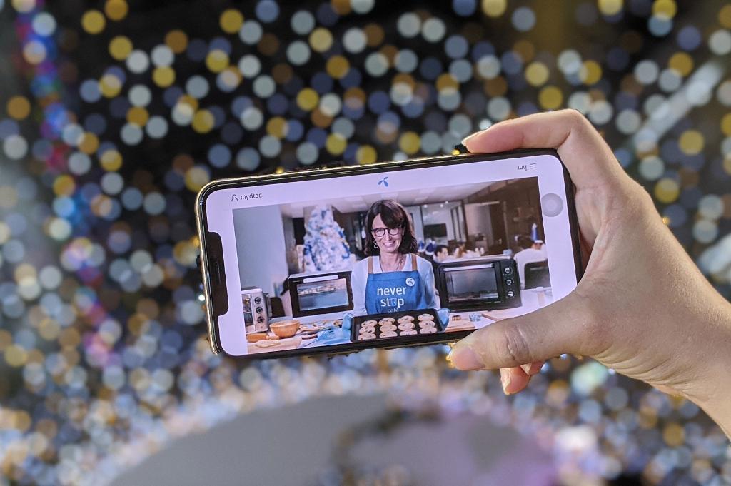 ดีแทค เผยคนไทยใช้ Facebook อวยพรช่วงปีใหม่สูงสุดช่วง 20.00 - 21.00 น.