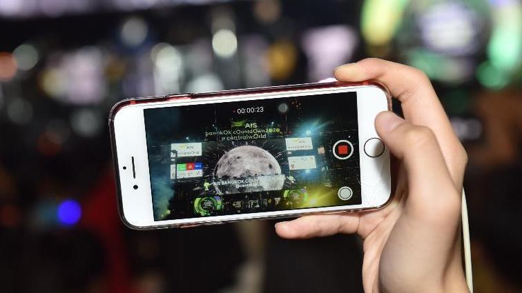 เอไอเอส เผยคนไทยใช้เน็ตมือถือเฉลี่ยเดือนละ 12.1 GB