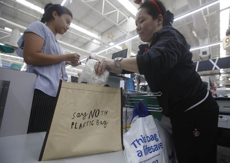 """ภาคีเครือข่ายภาคเอกชน ห้างสรรพสินค้า ศูนย์การค้า ซูเปอร์มาร์เก็ต ตลอดจนร้านสะดวกซื้อ กว่า 75 บริษัท ทั่วประเทศ พร้อมใจบอกลา """"ถุงพลาสติก"""" ตามแคมเปญ """"Everyday Say No To Plastic Bags"""""""