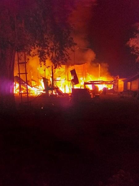 เศร้ารับปีหมู ไฟไหม้บ้านไม้สองชั้นวอดหมดสิ้นไม่เหลืออะไรเลย