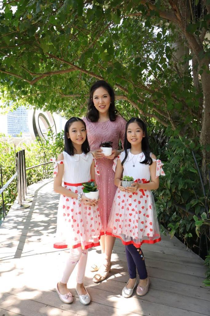 หมอแวว - พ.ญ.วรรณวิมล วรรณรักษ์ และลูกสาวฝาแฝด
