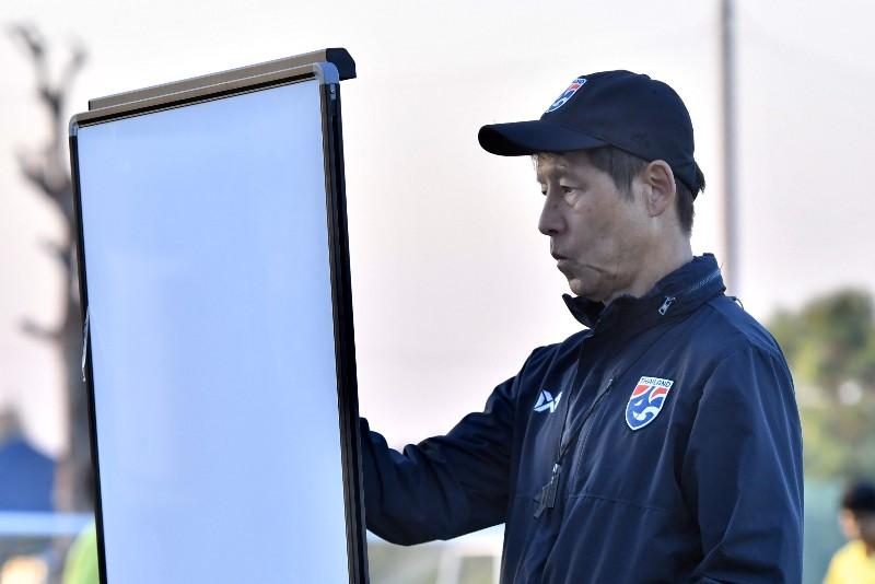 """""""ช้างศึก"""" ซ้อมโค้งสุดท้าย """"นิชิโนะ"""" ศึกษาบาห์เรนเต็มที่ รอเปิดสนาม U23"""