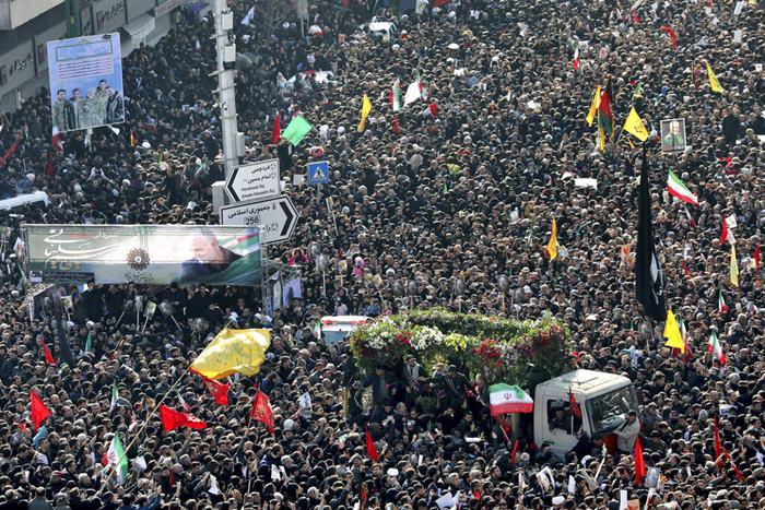 อิหร่านนับล้านร่วมอาลัย'โซไลมานี'  ชวนลงขัน'2,400ล้าน'เป็นค่าหัว 'ทรัมป์'