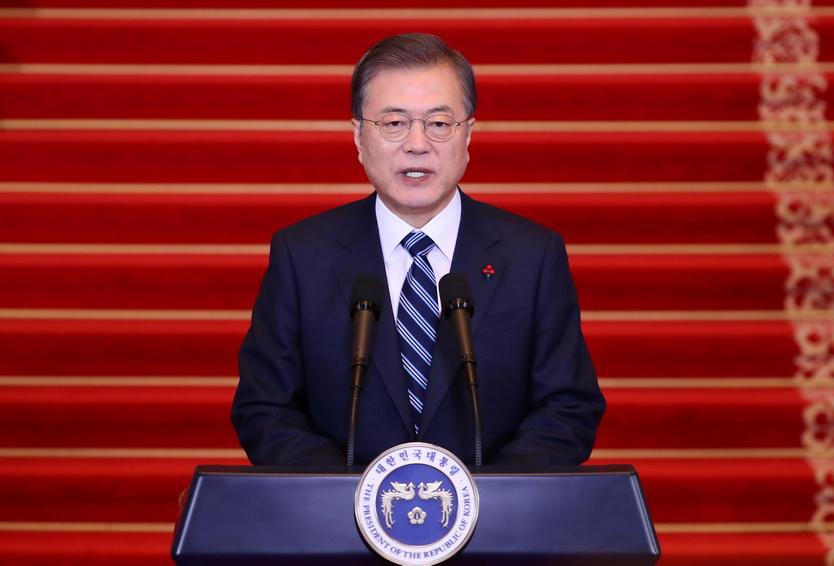 ประธานาธิบดี มุน แจอิน แห่งเกาหลีใต้ กล่าวสุนทรพจน์เนื่องในวาระขึ้นปีใหม่ ณ ทำเนียบประธานาธิบดีในกรุงโซล วันนี้ (7 ม.ค.)