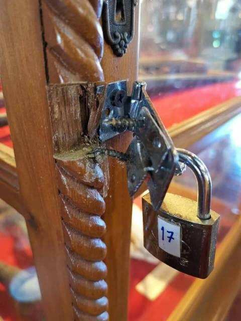 ล่าโจรใจบาป!สะพายกล้องท่องวัดก๋งงัดตู้พิพิธภัณฑ์ กวาดธนบัตร-มีด-ปืนโบราณหาค่าไม่ได้หนีลอยนวล