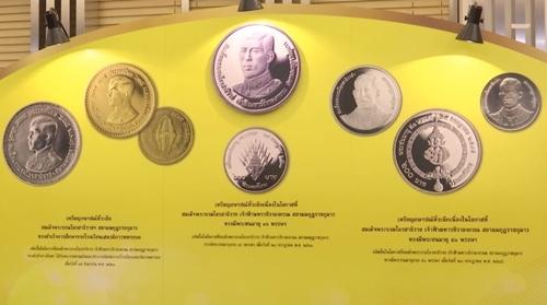 """""""ธนารักษ์"""" แจ้งผู้จองเหรียญฯ ราชพิธีพระบรมศพ ร.9 - เหรียญฯ ราชพิธีบรมราชาภิเษก ร.10 รับเหรียญฯ ได้ 10 ม.ค."""