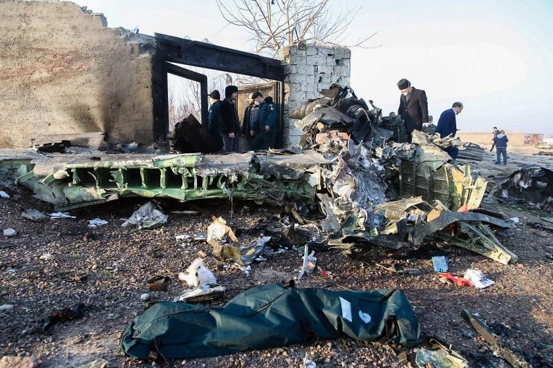 """ผู้นำยูเครนเตือนอย่าเพิ่ง """"คาดเดามั่ว"""" เหตุเครื่องบินตกในอิหร่าน"""