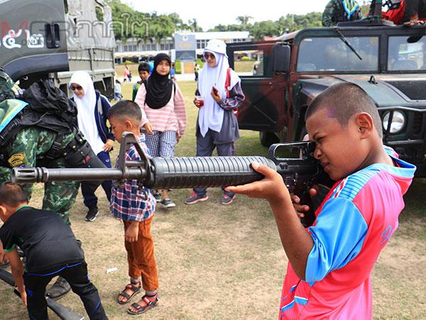 """ทหารเปิดค่ายจัดงาน """"วันเด็กแห่งชาติ"""" ให้เด็กๆ ในพื้นที่ชายแดนใต้"""