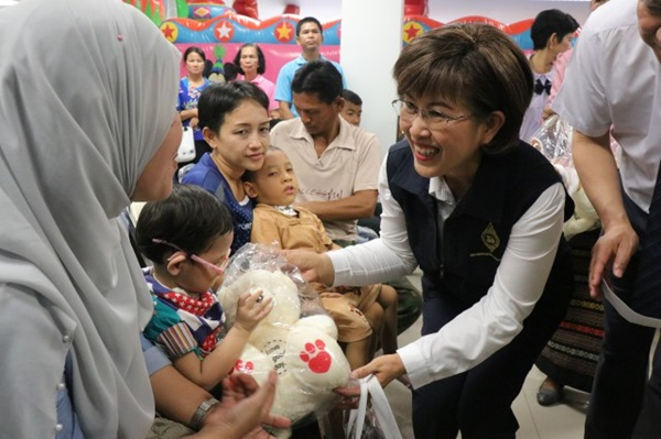 รพ.อยุธยาจัดกิจกรรมวันเด็กแจกของขวัญสร้างกำลังใจให้กับผู้ป่วยเด็ก