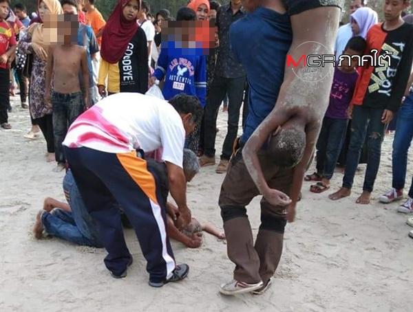 """เกิดเหตุสลดส่งท้ายวันเด็กที่ """"ชายหาดนราทัศน์"""" คลื่นทะเลซัดเด็กๆ จมหาย 2 ระลอกรวม 9 ชีวิต สุดท้ายช่วยได้ 7 ยังไม่พบร่าง 2"""