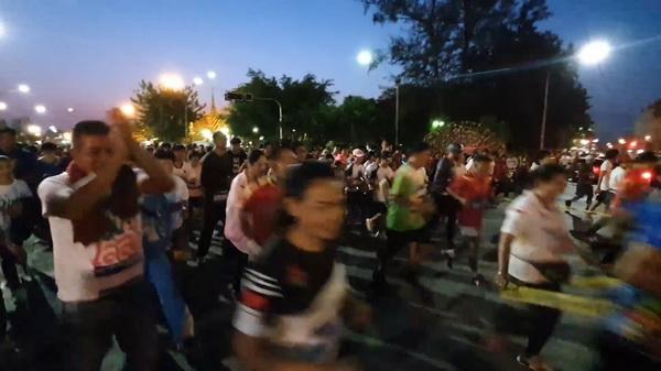 คนอุบลฯครึ่งพันร่วมวิ่งไล่ลุง