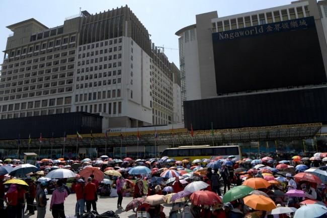 คนงานเขมรเฮเลิกผละงานประท้วงหลังกาสิโนดังยอมปรับเพิ่มเงินเดือน