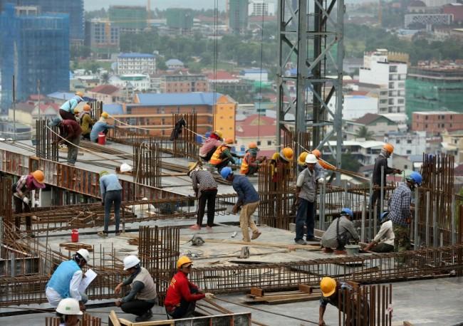 กัมพูชาสั่งคุมเข้มโครงการก่อสร้างทุกแห่งต้องมีสถาปนิกคุม ห้ามคนอาศัยในตึกระหว่างสร้าง