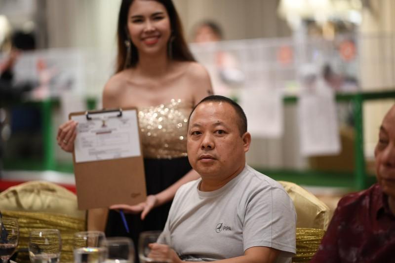 เศรษฐีชาวจีน ทุ่ม 3.5 ล้าน คว้าแชมป์นกพิราบนานาชาติไปครอง