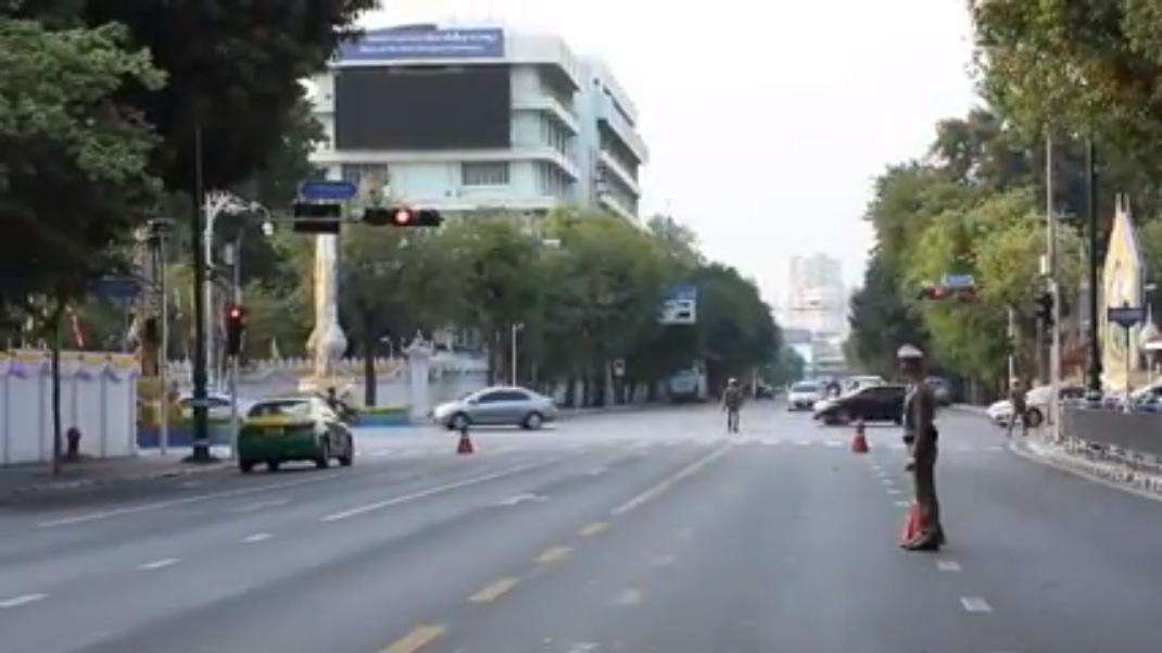 'ในหลวง' ห่วงใยประชาชน ไม่ปิดถนนช่วงขบวนเสด็จ สตช.เผย 10 หลักการอำนวยความสะดวก