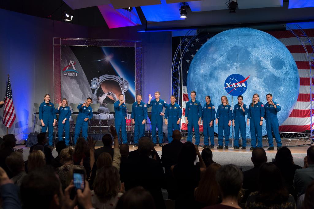 มนุษย์อวกาศชุดใหม่ของนาซา ในวันเปิดตัว (Cr.NASA)