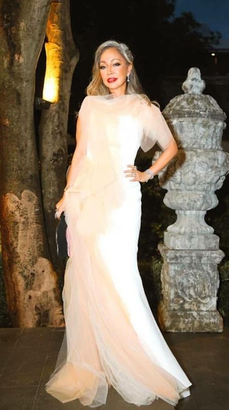 ชวนฝันหน่อยในชุดราตรีสีขาวผ้าฟูฟ่องดูฟรุ้งฟริ้ง