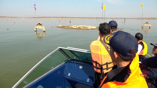 สำรวจเขื่อนอุบลรัตน์น้ำติดลบ5%  ซากโบสถ์เก่าแก่โผล่ให้เห็น