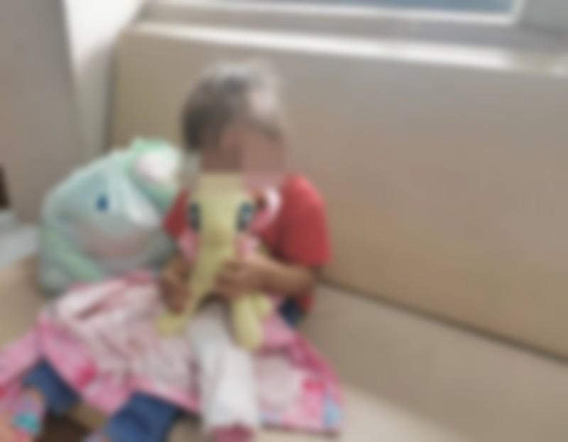 พม.รับดูแล ด.ญ. 2 ขวบ ถูกแม่ทิ้งหน้าบ้านพักเด็ก พร้อมพาแจ้งความ ตรวจร่างกายแล้ว