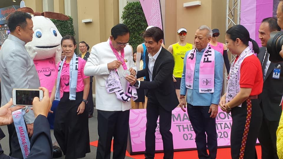 """""""บิ๊กตู่""""  อวยพรตรุษจีน ขอคนไทยมีความสุข ชวนวิ่งมาราธอน ส่งเสริมการท่องเที่ยว"""