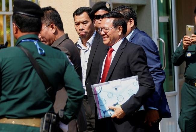 กลุ่มสิทธิมนุษยชนวิจารณ์หนักศาลเขมรเริ่มไต่สวนคดีกบฎกับหน.พรรคฝ่ายค้าน