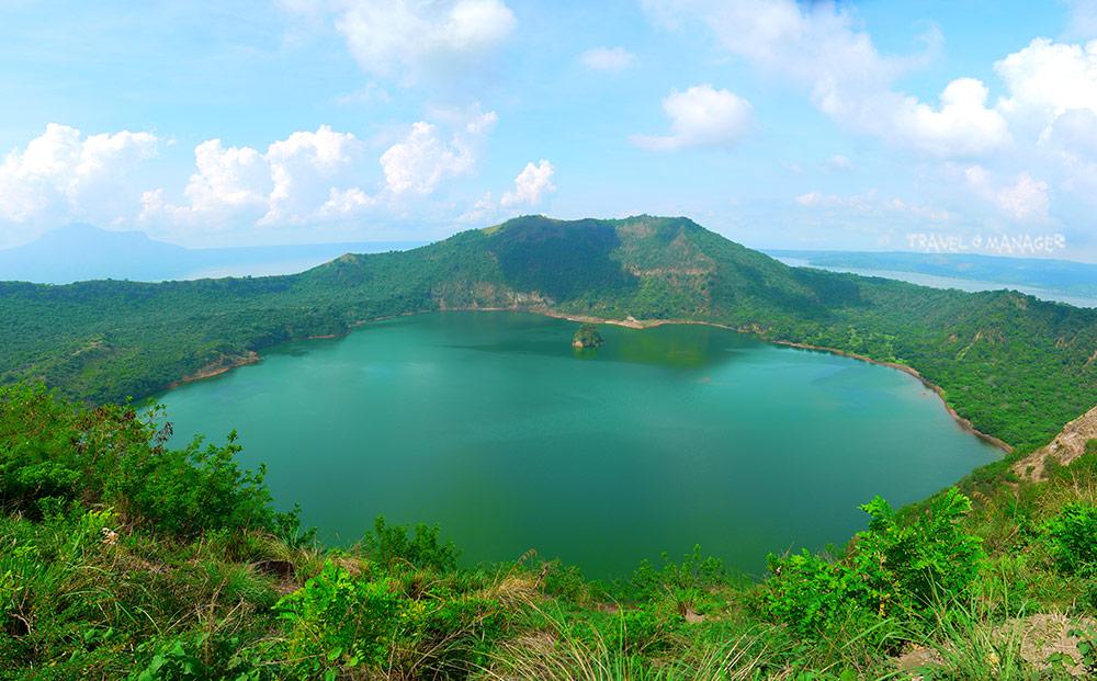 ทะเลสาบมรกตในปากปล่องภูเขาไฟตาอัล